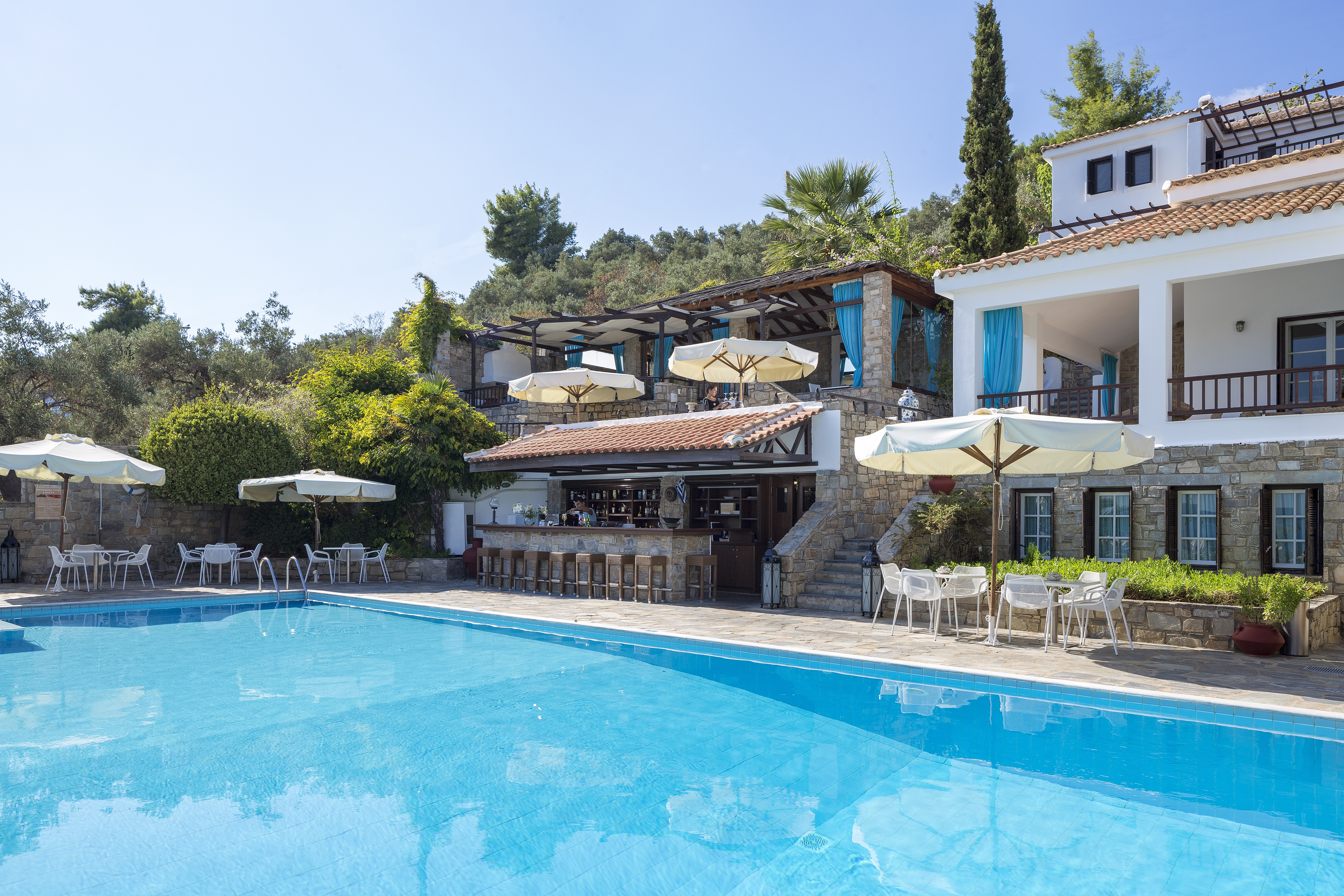 AEGEAN SUITES | SANTIKOS COLLECTION | POOL | SKIATHOS | WE LOVE FOOD, IT'S ALL WE EAT