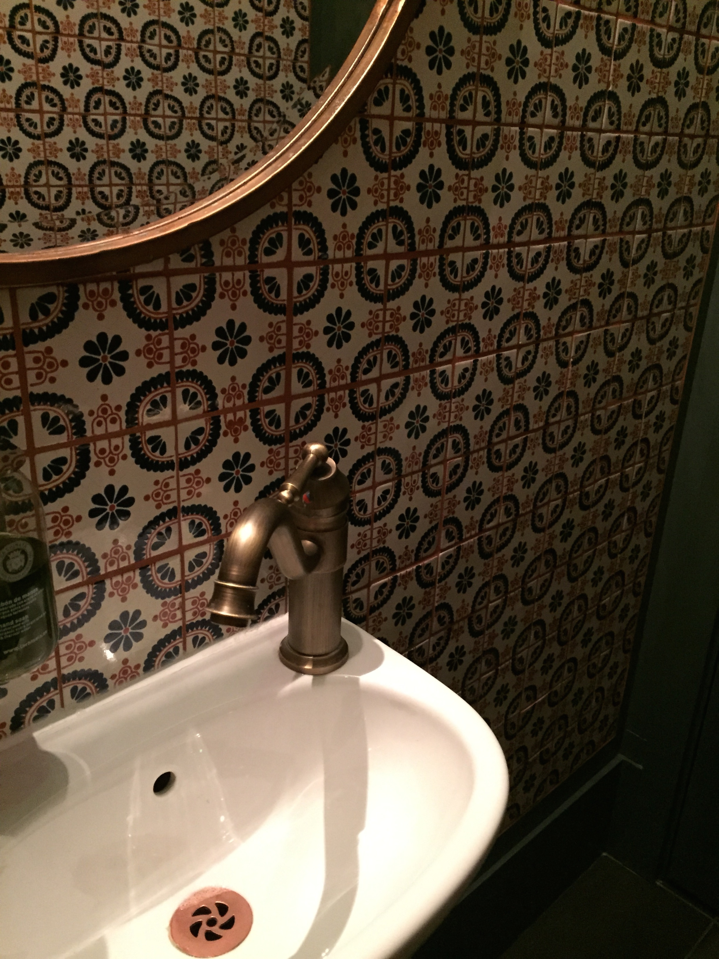 TAPAS REVOLUTION SHOREDITCH | OMAR ALLIBHOY | BATHROOM | WE LOVE FOOD, IT'S ALL WE EAT